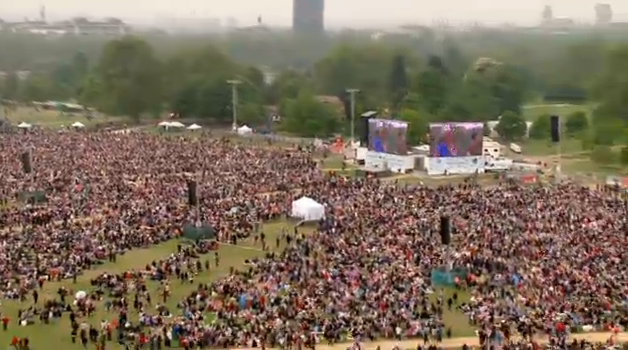 crowds in hyde park for the royal wedding