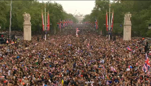 royal wedding picture of the crowds
